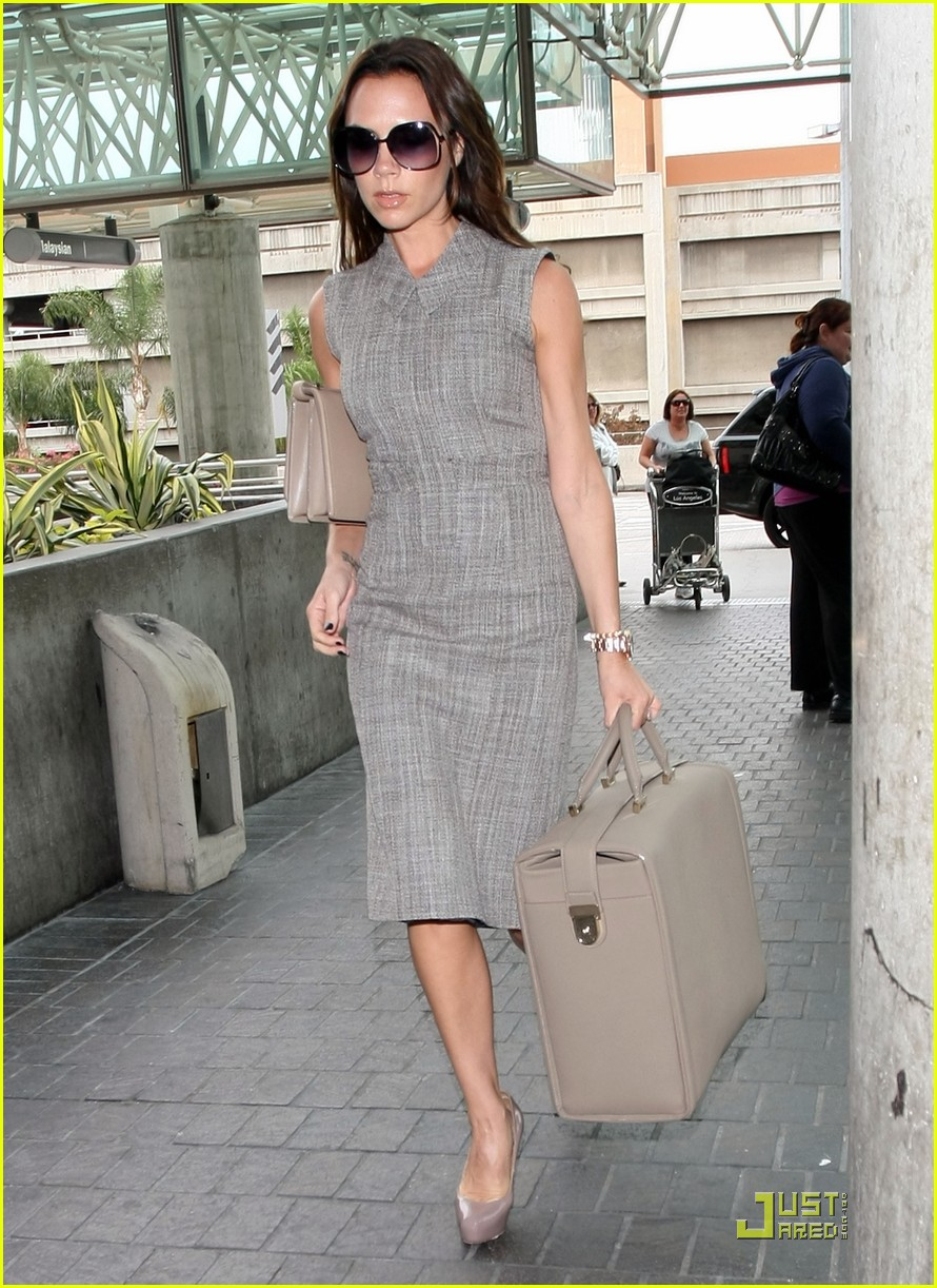 victoria beckham leaves for london 102484792