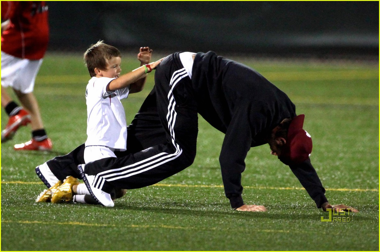 david beckham boys soccer game 112486239