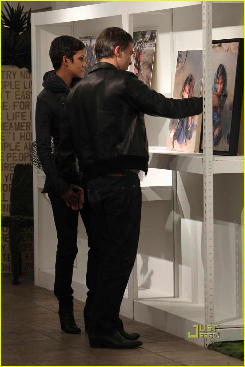 halle berry olivier martinez art gallery gazers 142485801