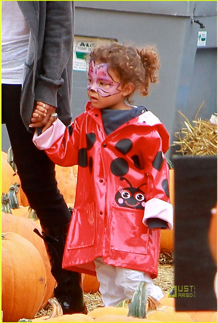 halle berry nahla pumpkin patch 092489225