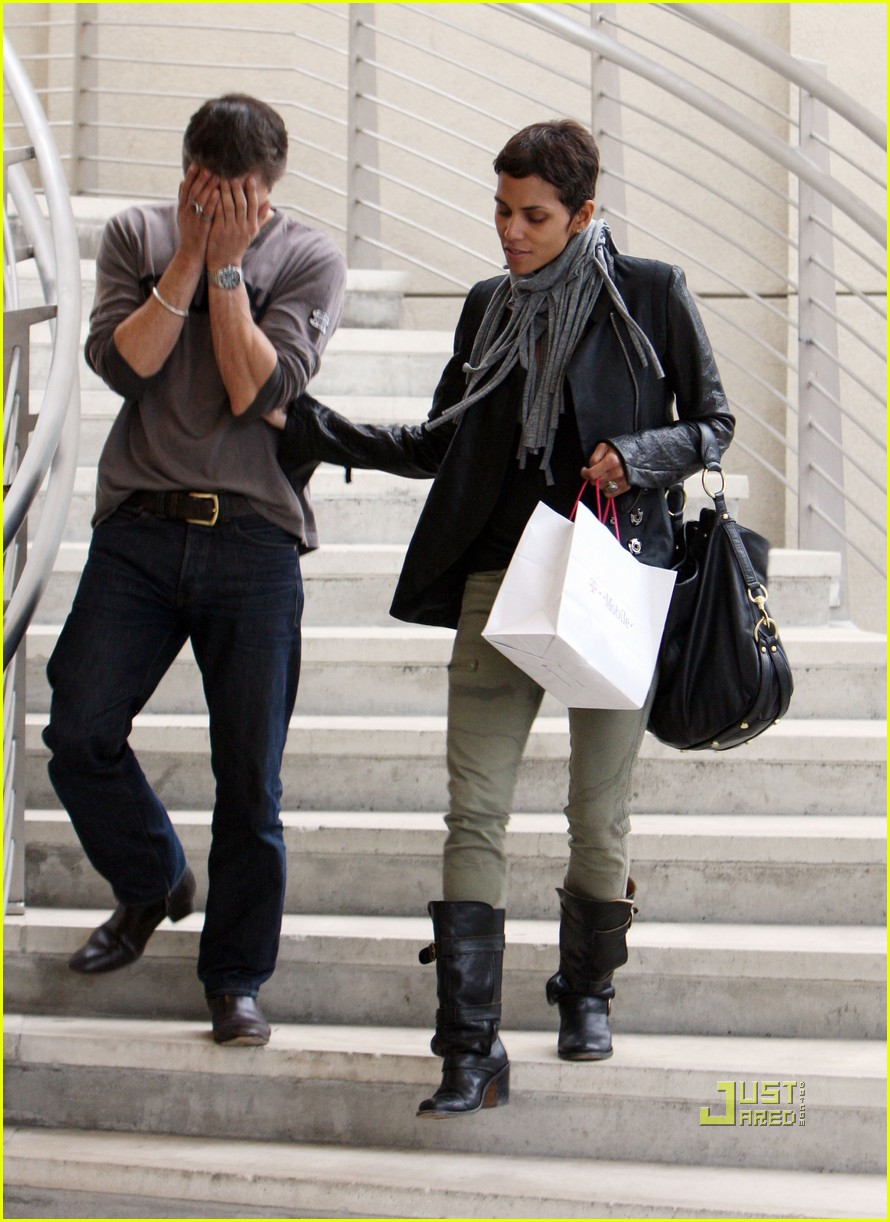 halle berry olivier martinez tmobile twosome 012487493