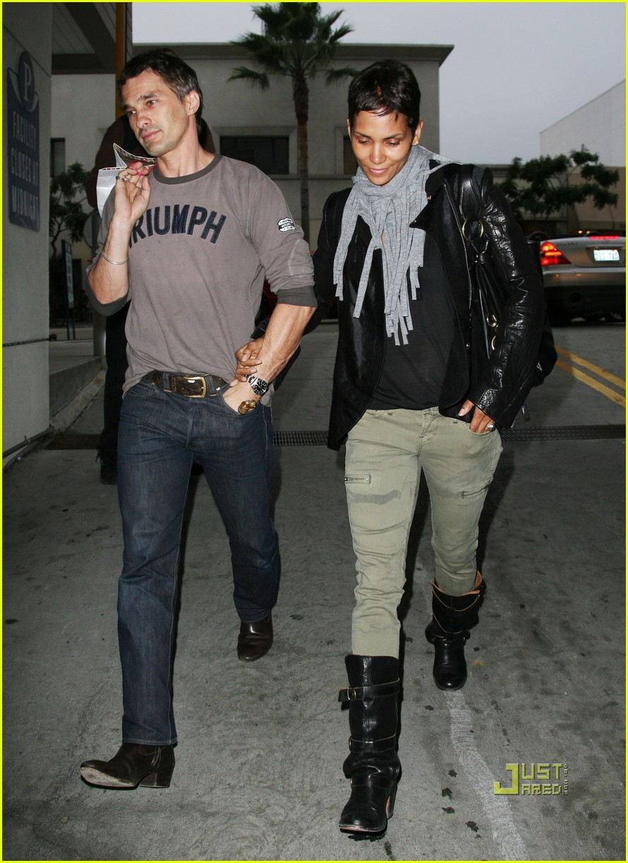 halle berry olivier martinez tmobile twosome 102487502
