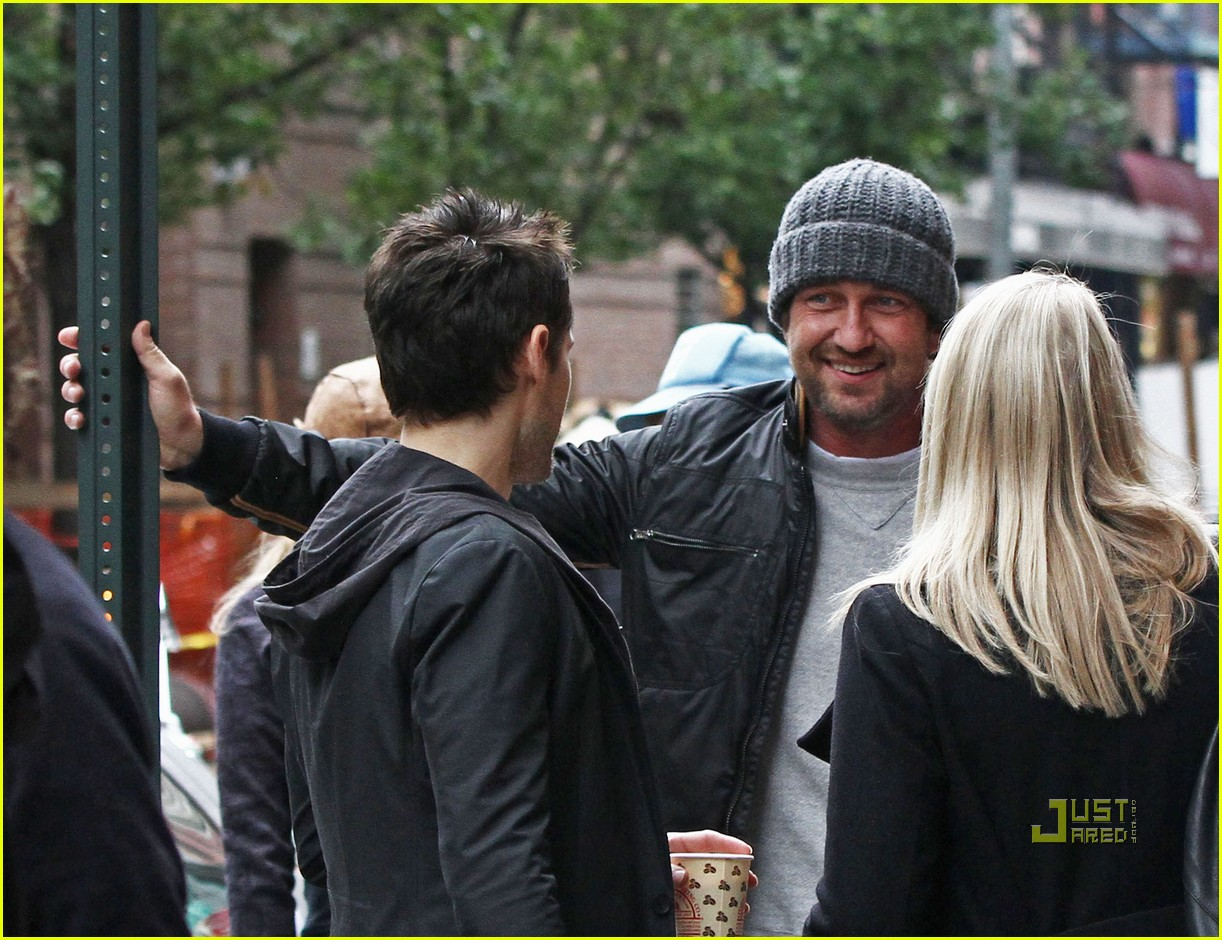 gerard butler laughing with leto 04