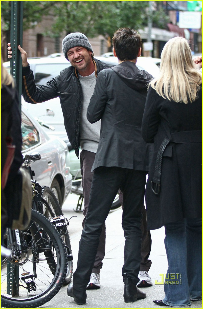 gerard butler laughing with leto 05