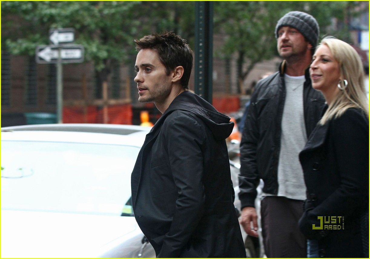 gerard butler laughing with leto 07