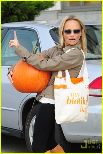 kristin chenoweth petite pumpkin picker 012485523