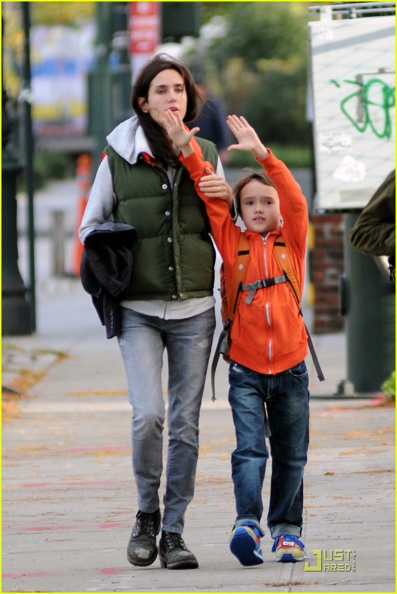 Photo of Jennifer Connelly & his  Son  Stellan