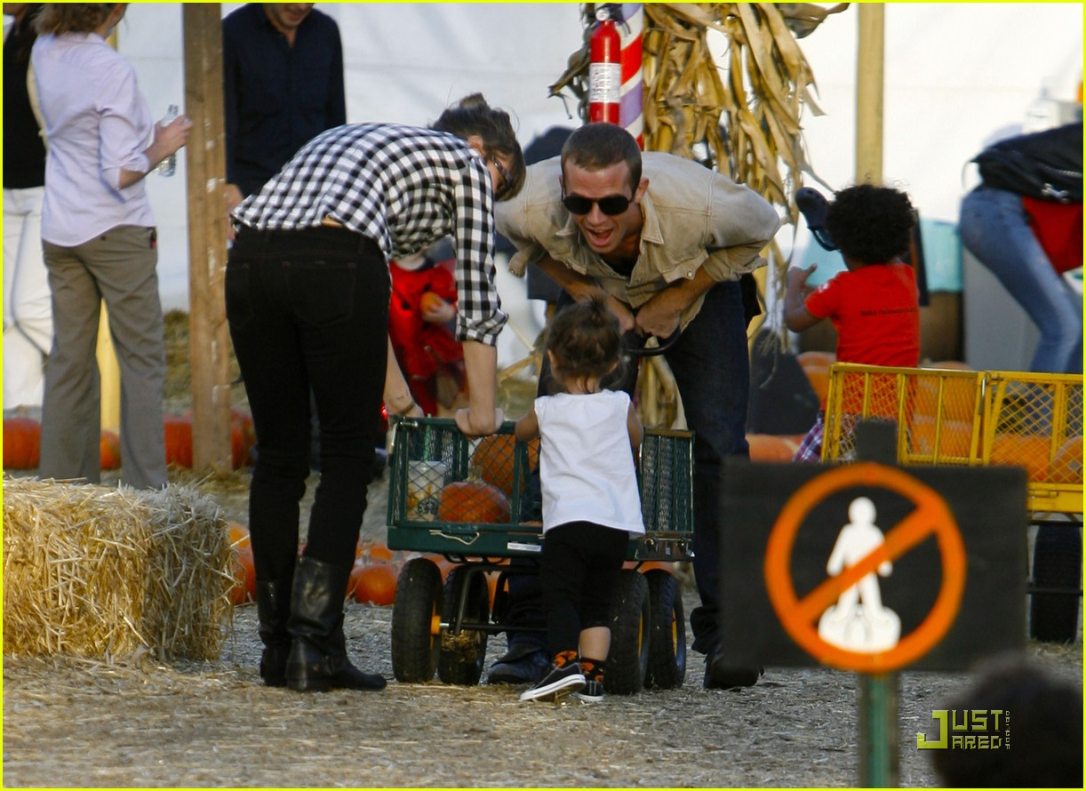 cam gigandet visits a pumpkin patch 06