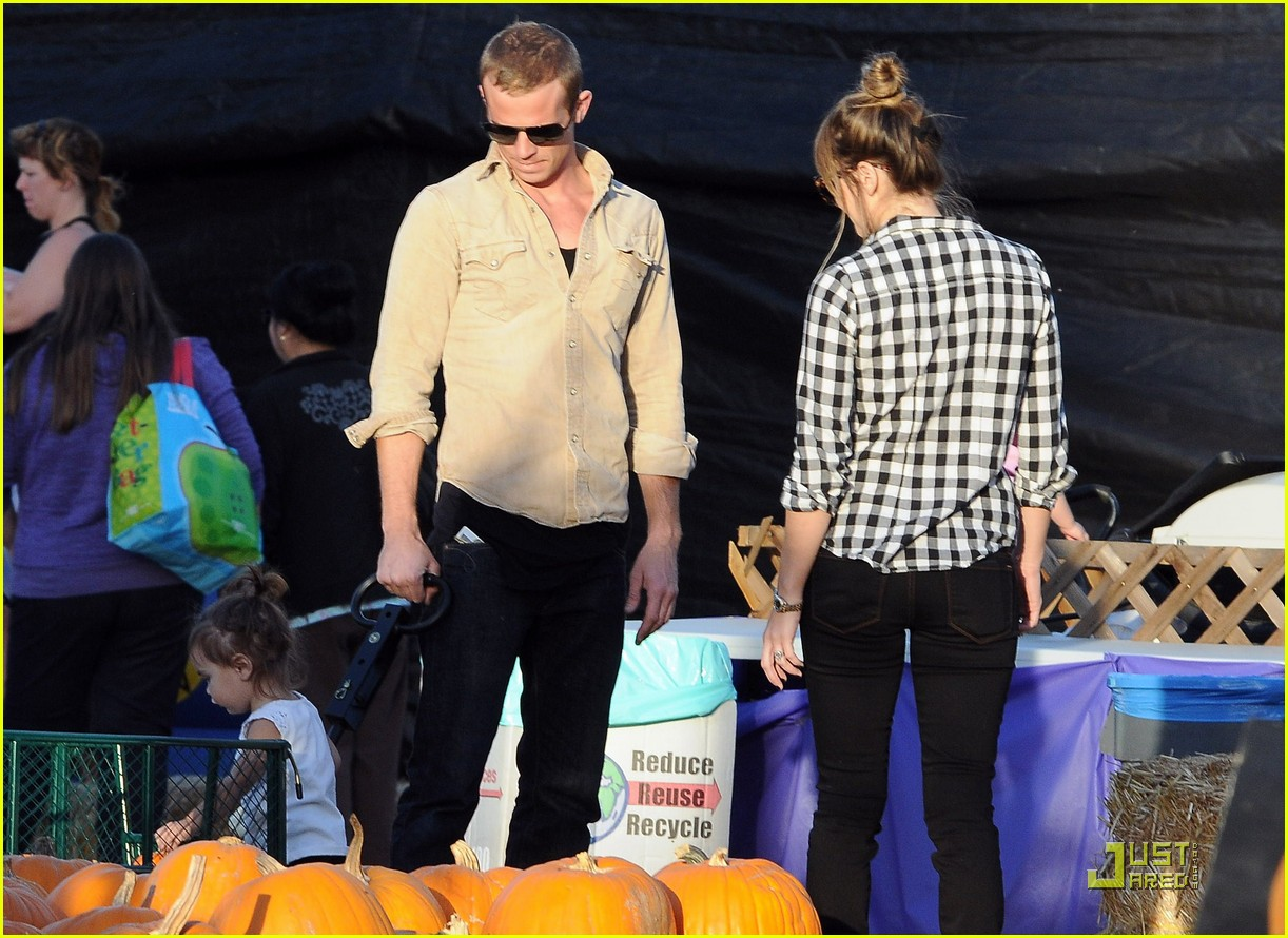 cam gigandet visits a pumpkin patch 122491008
