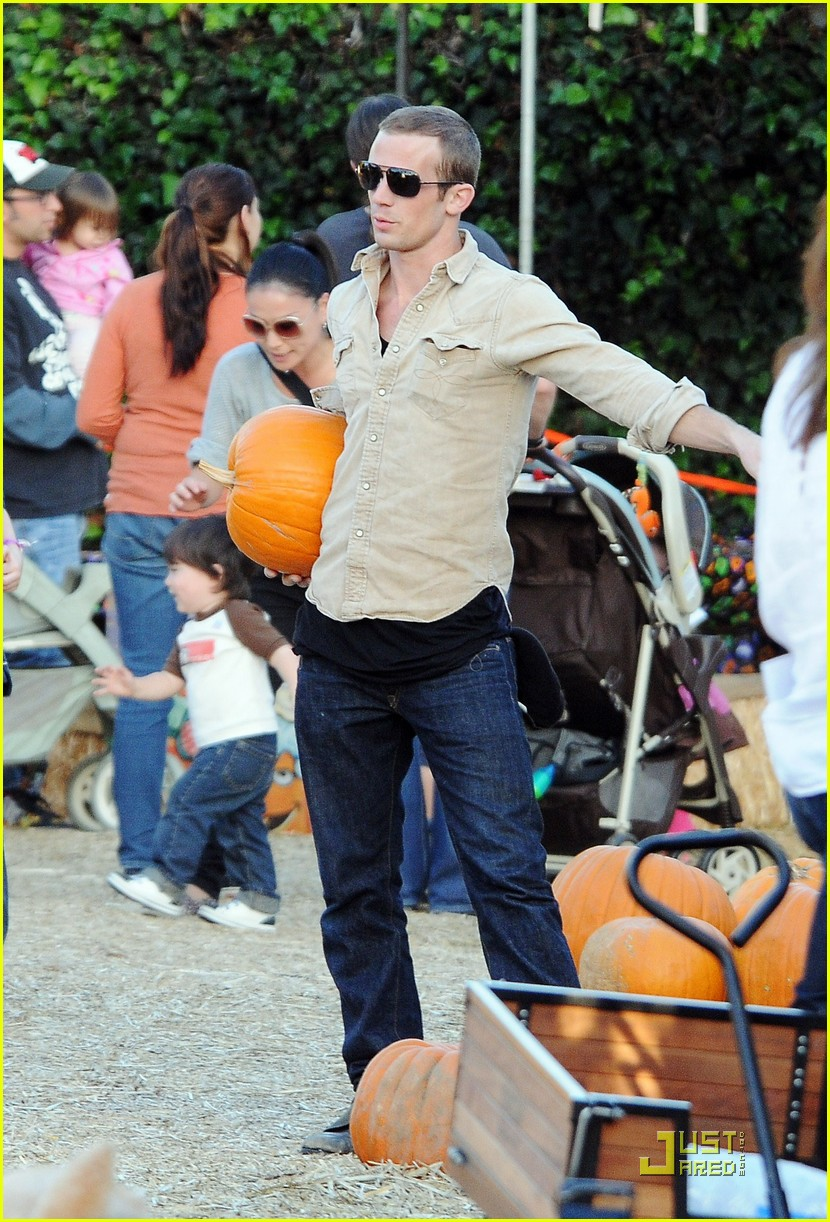 cam gigandet visits a pumpkin patch 15