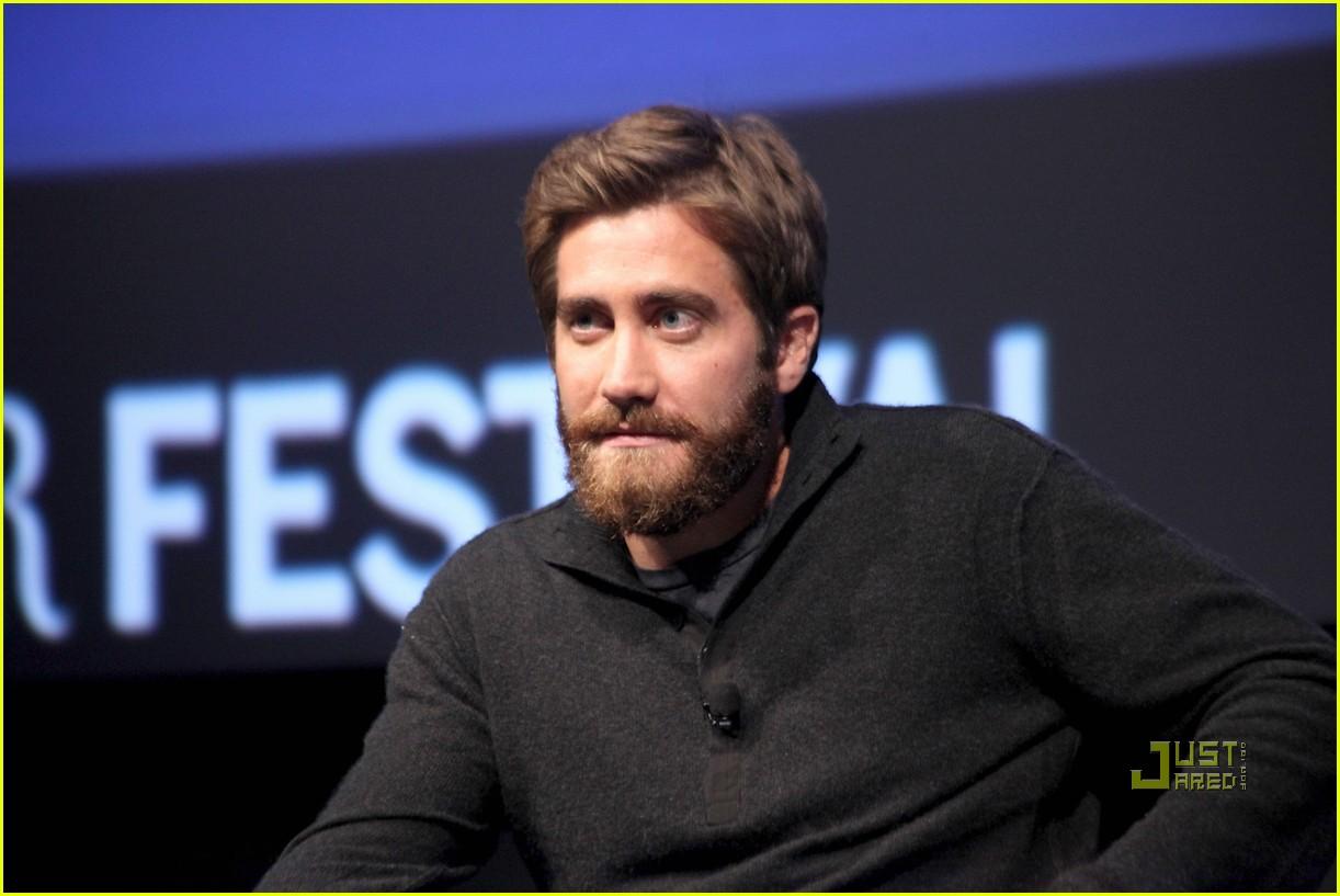 Jake Gyllenhaal  beard game in 2019  Jake gyllenhaal