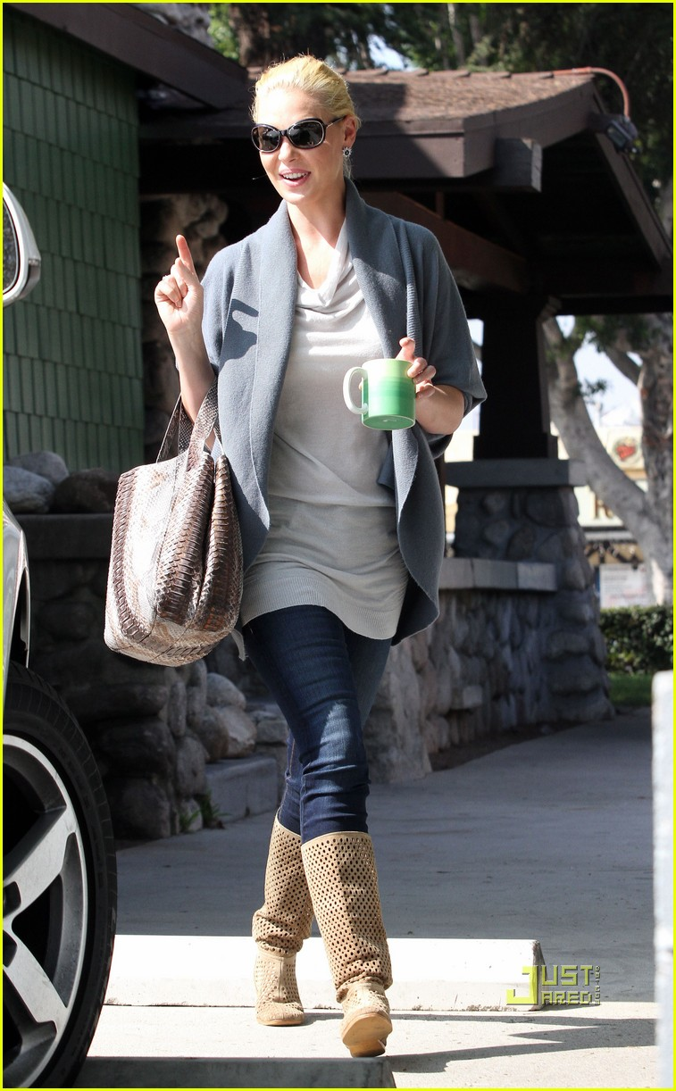 katherine heigl takes her coffee to go 052486988