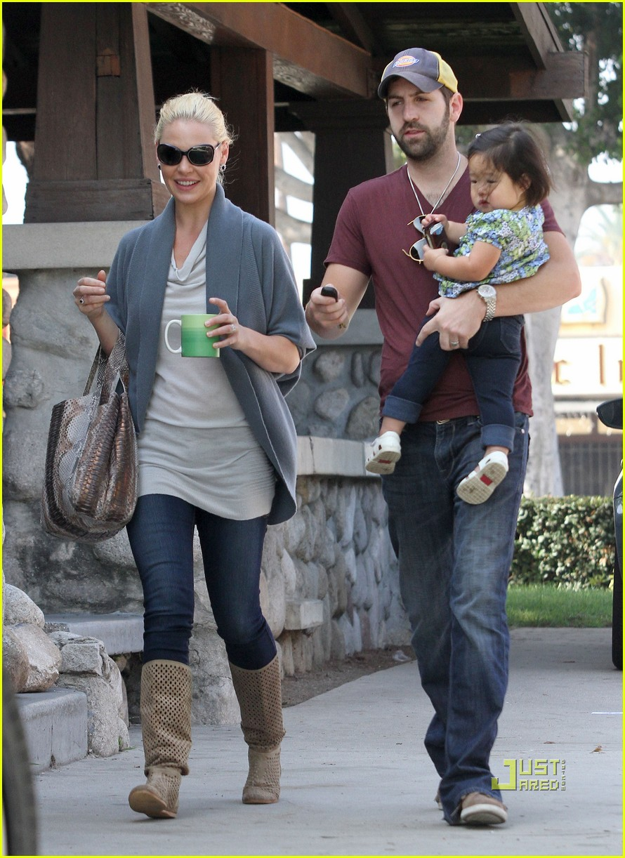 katherine heigl takes her coffee to go 08