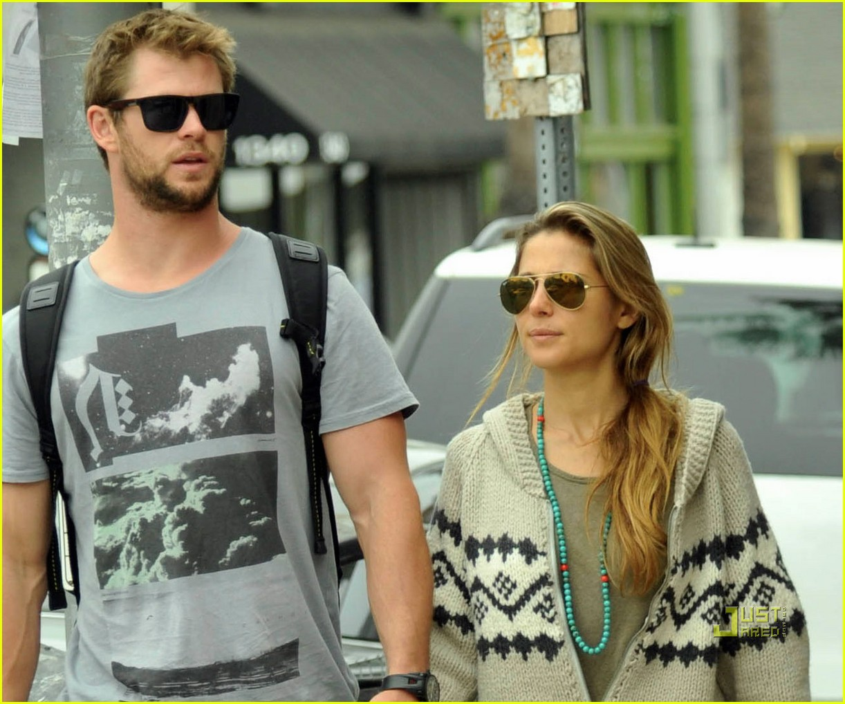 chris hemsworth elsa pataky lap venice 02