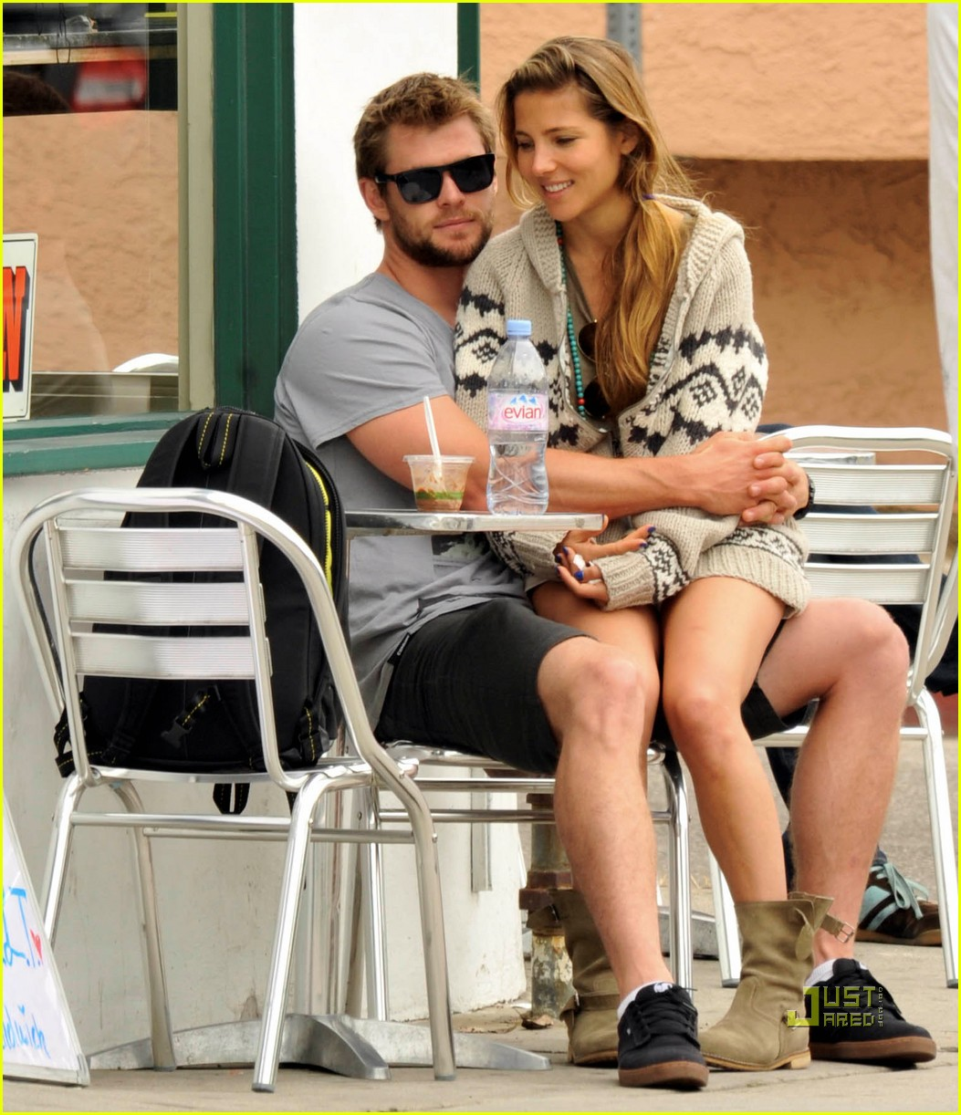 chris hemsworth elsa pataky lap venice 032484961