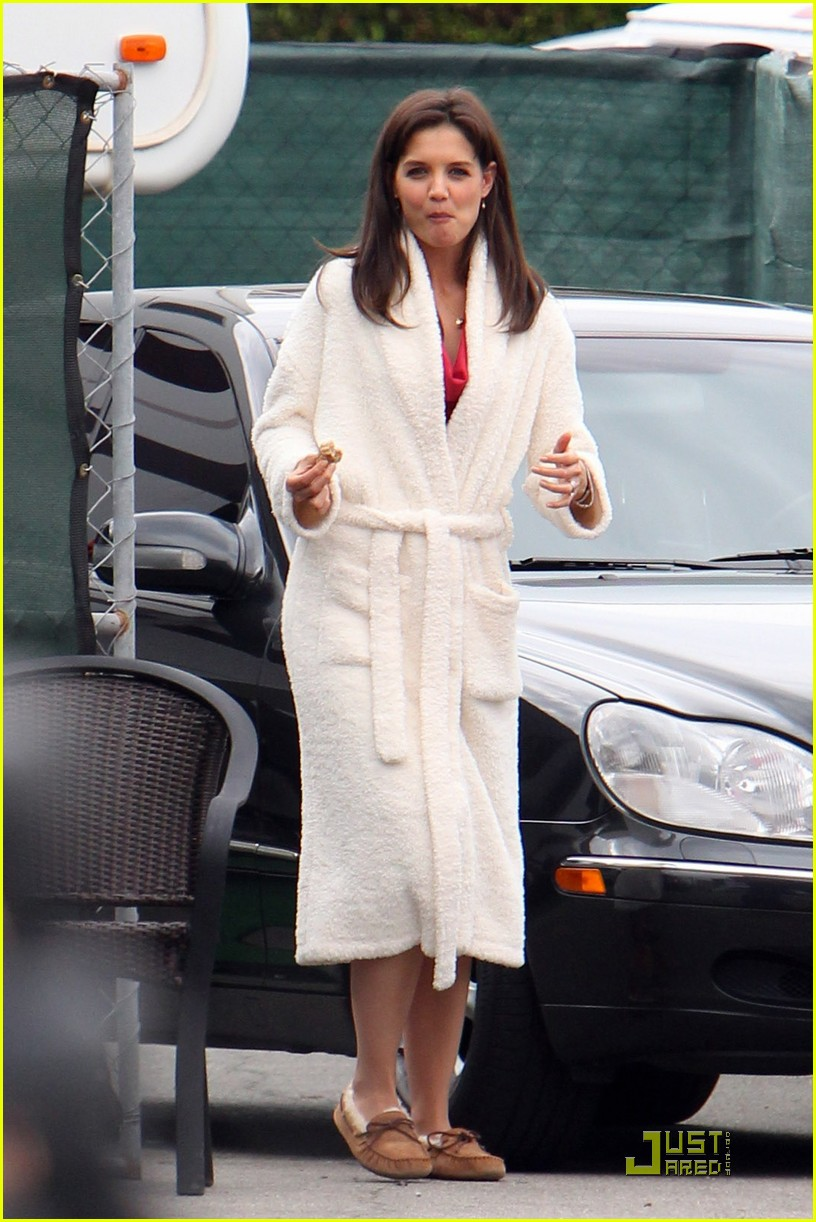 katie holmes wears a big bathrobe 062488833