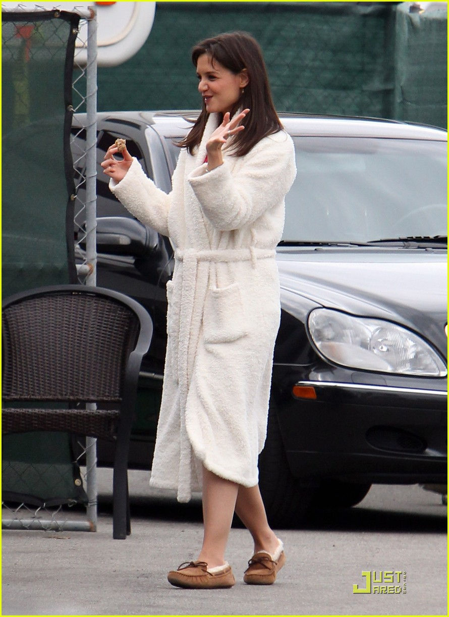 katie holmes wears a big bathrobe 092488836
