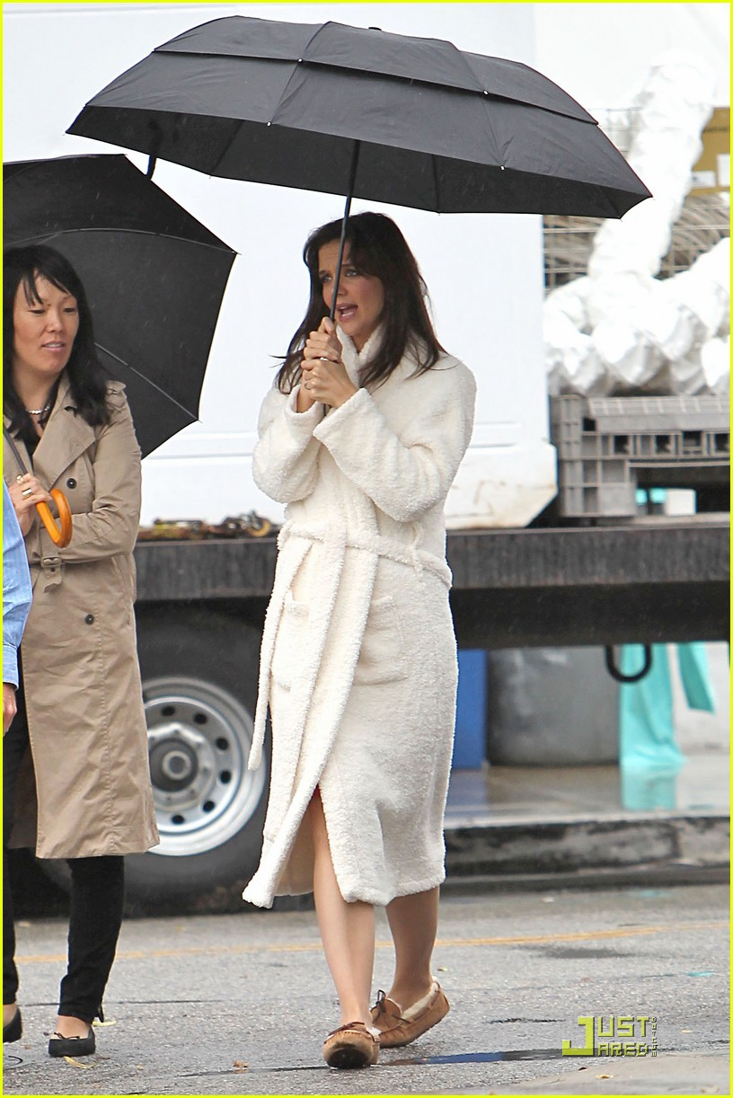 katie holmes wears a big bathrobe 102488837