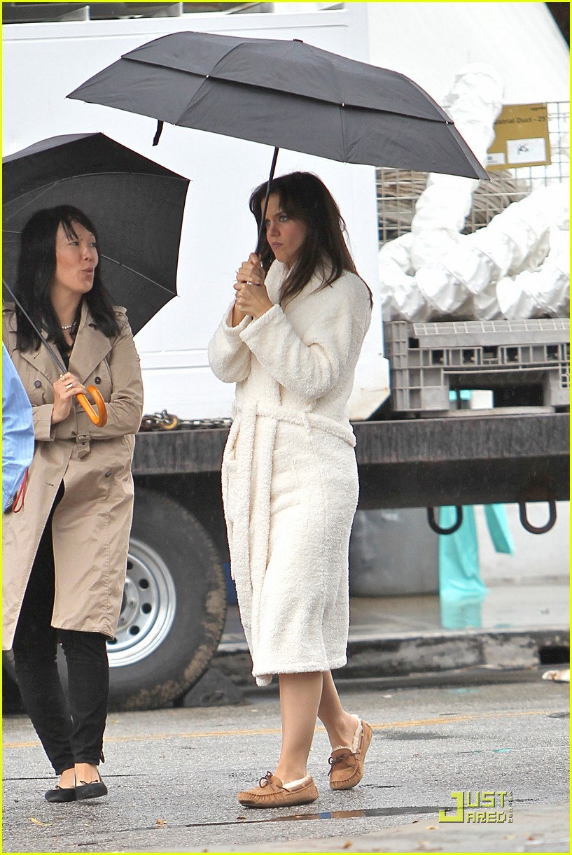 katie holmes wears a big bathrobe 152488842