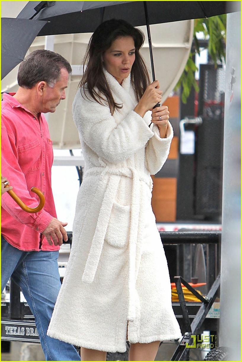 katie holmes wears a big bathrobe 172488844