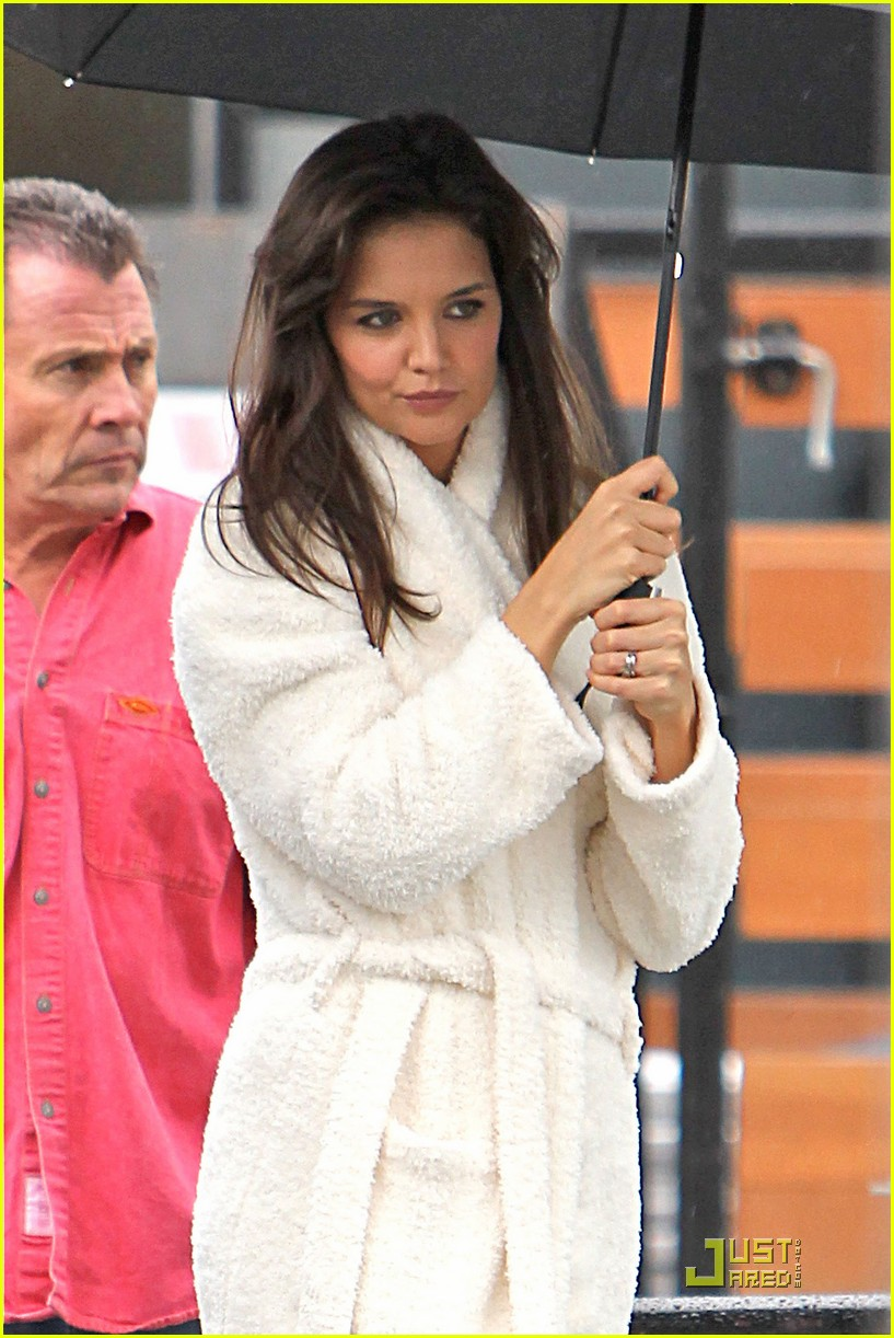 katie holmes wears a big bathrobe 192488846