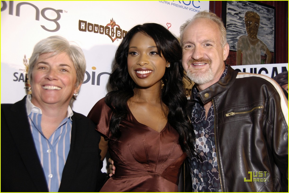 jennifer hudson michigan avenue anniversary 032485142