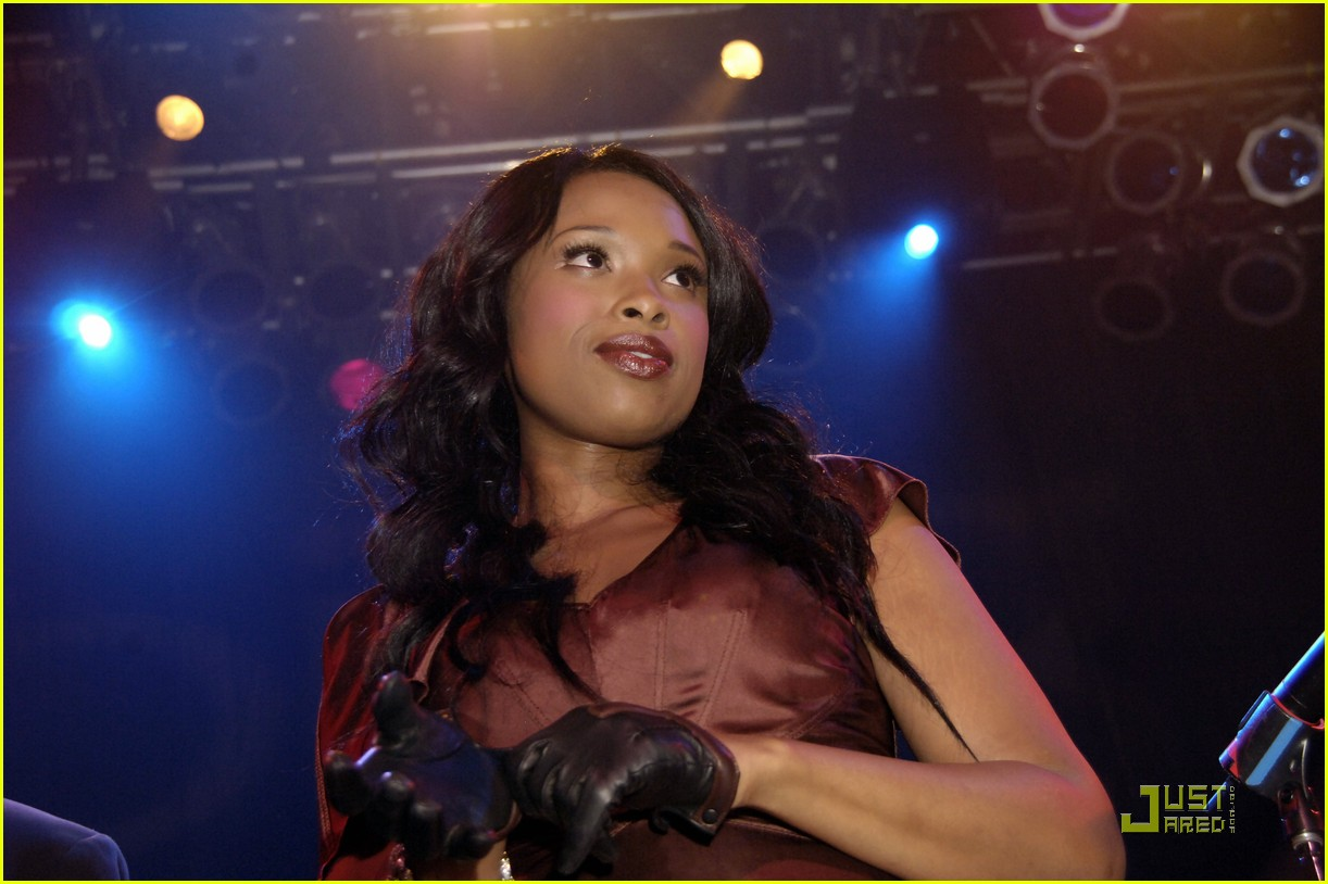 jennifer hudson michigan avenue anniversary 052485144