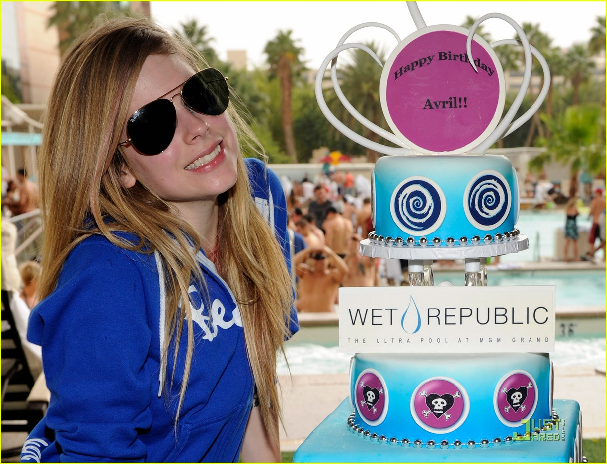avril lavigne birthday 052484537