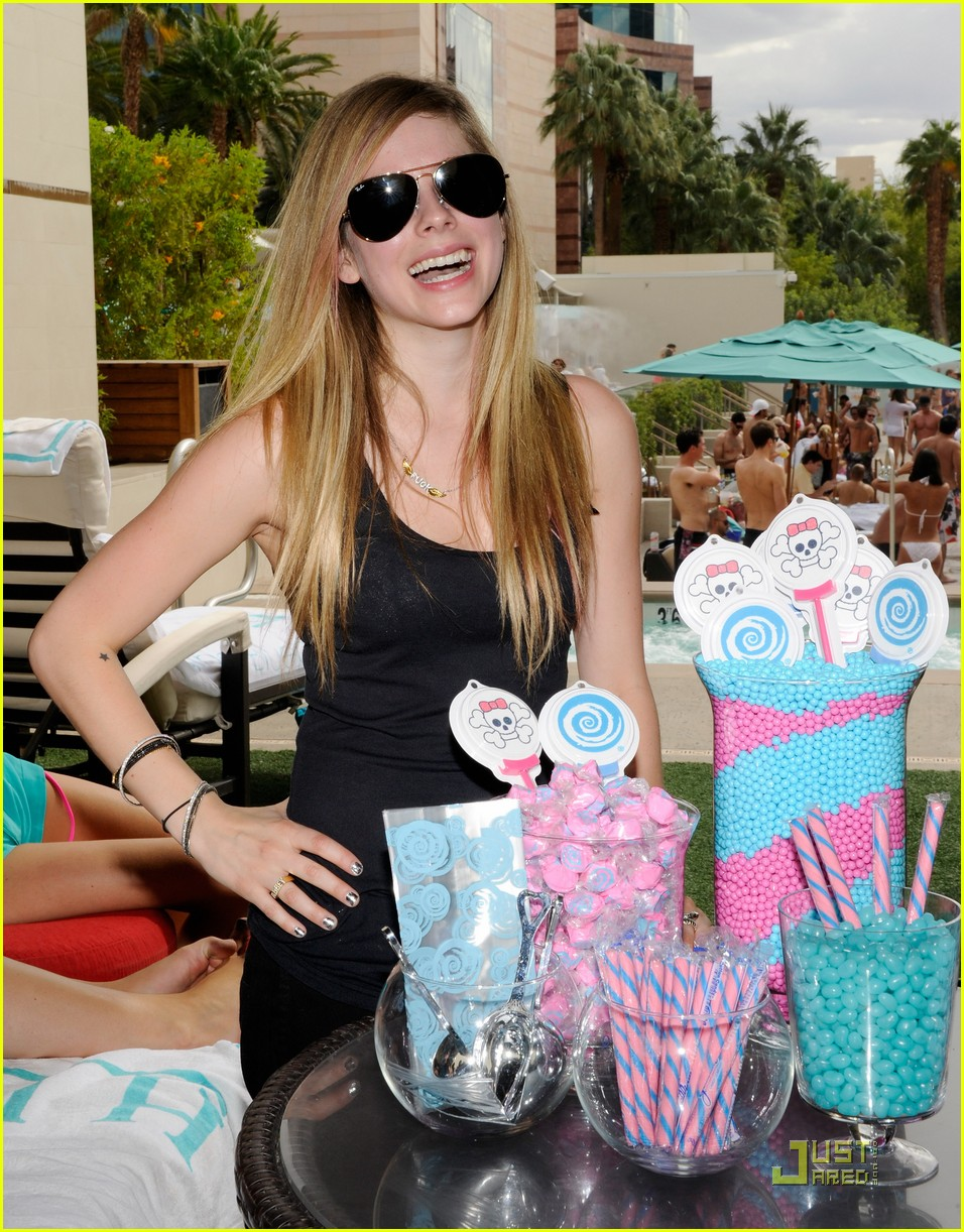 avril lavigne birthday 072484539