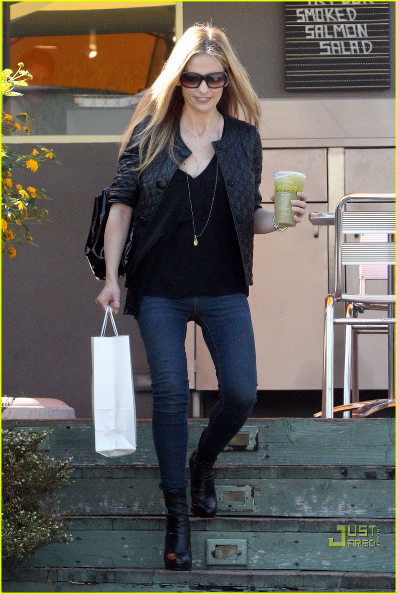 sarah michelle gellar lemonade lady 092486118