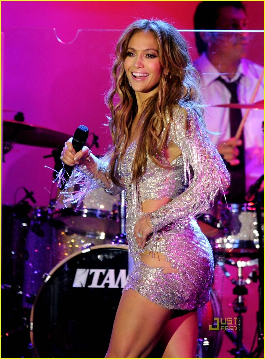 Jennifer Lopez: Carousel of Hope Performance!: Photo ...