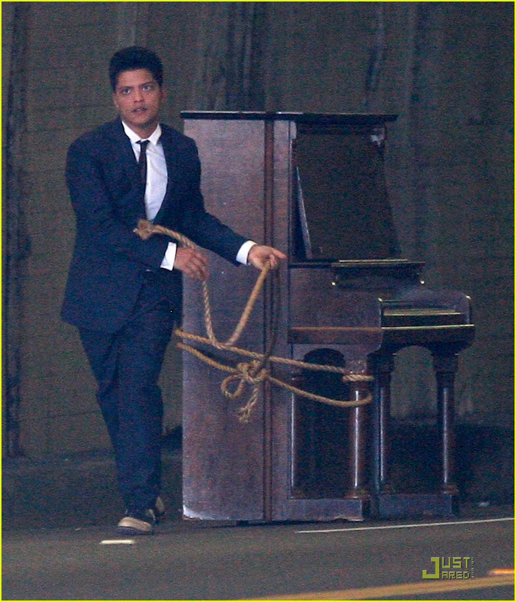 bruno mars grenade Watch the music video for bruno mars' single grenade with lyrics to sing along to.