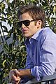 chris pine balcony this means war 01