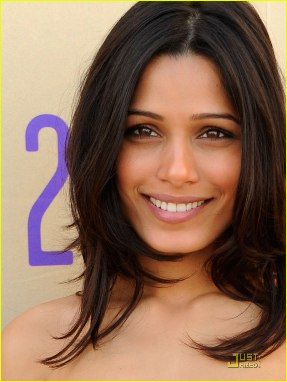 Full Sized Photo Of Freida Pinto Doha Darling 01 Photo