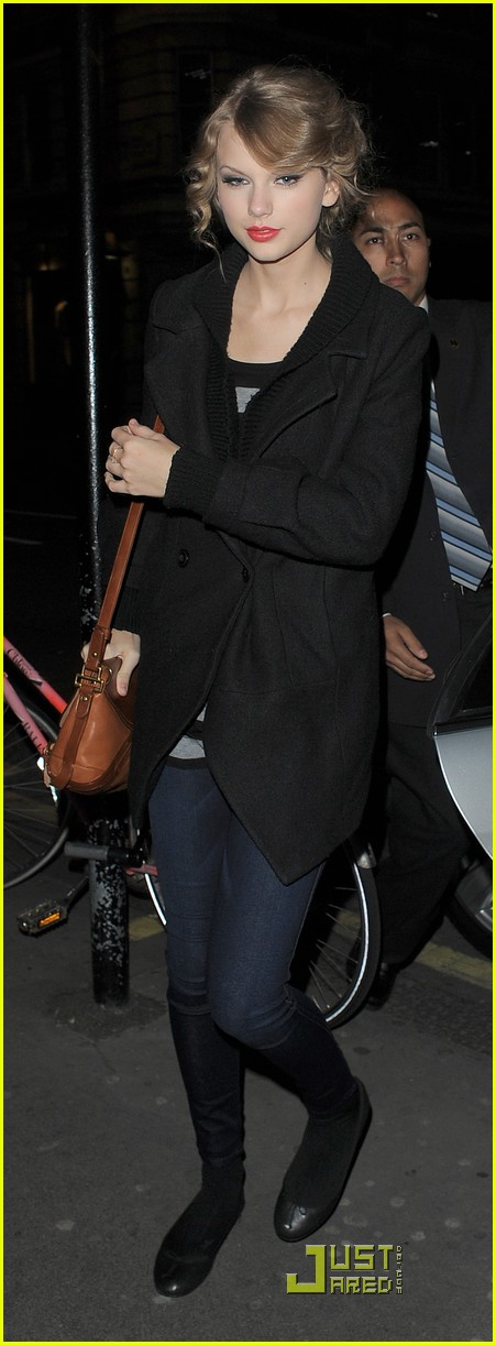 taylor swift shops at topshop 07