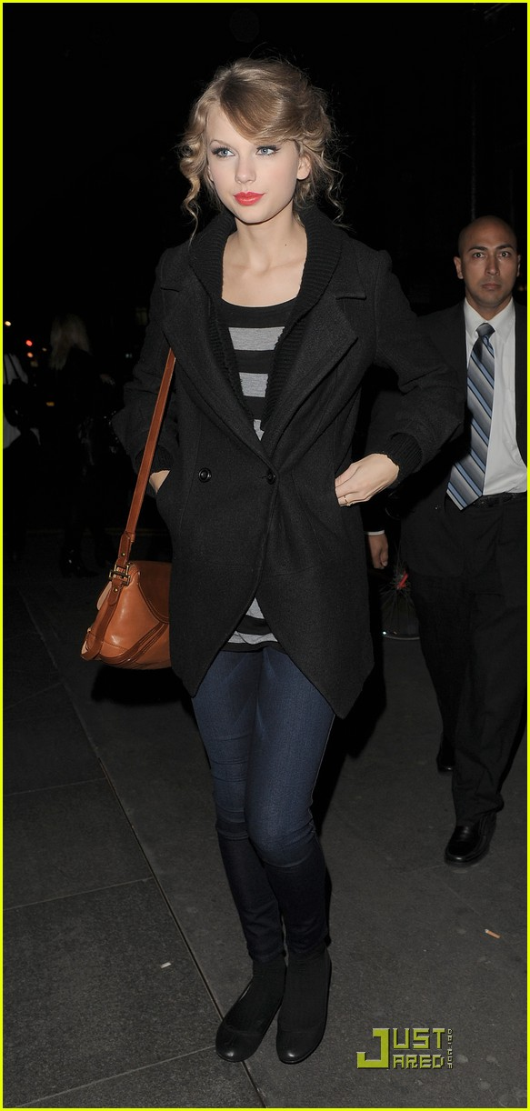 taylor swift shops at topshop 112489083