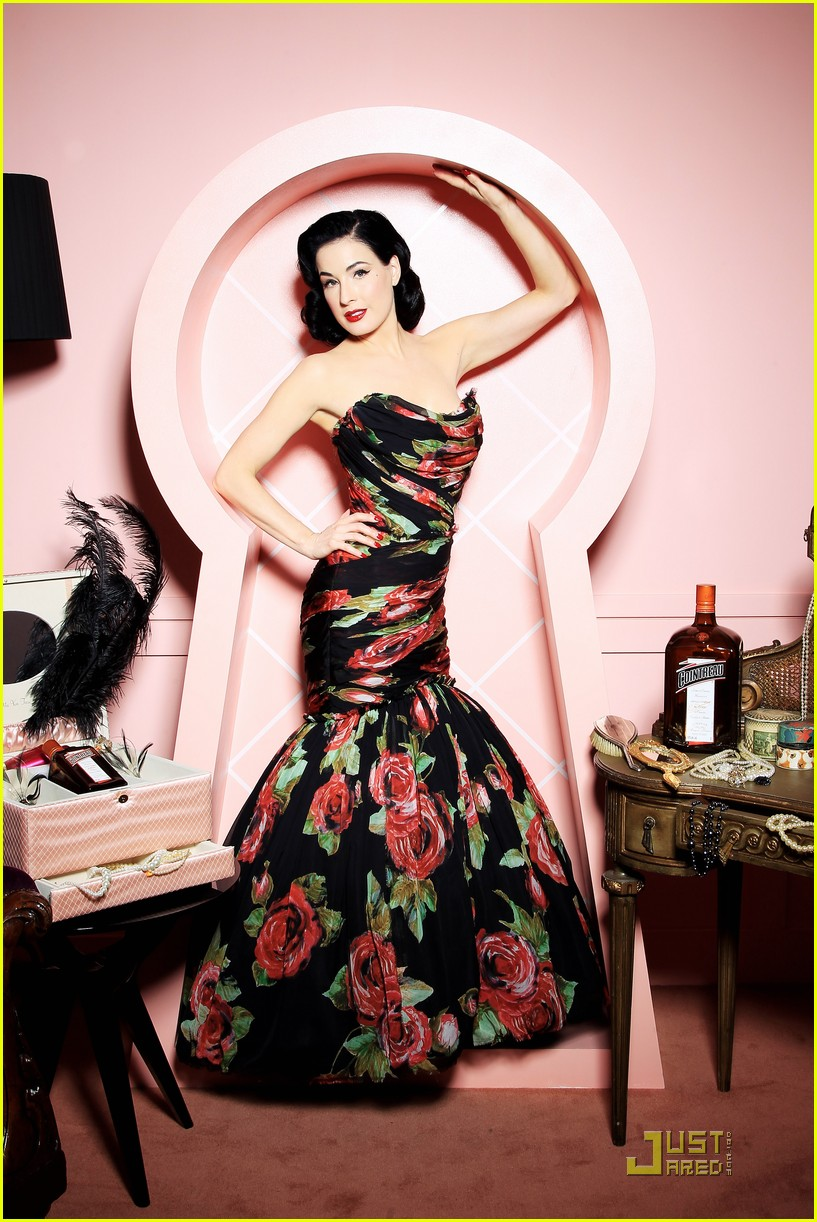 dita von teese gets private cointreau 02