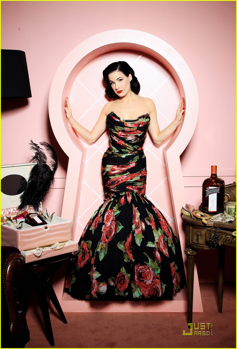 dita von teese gets private cointreau 04
