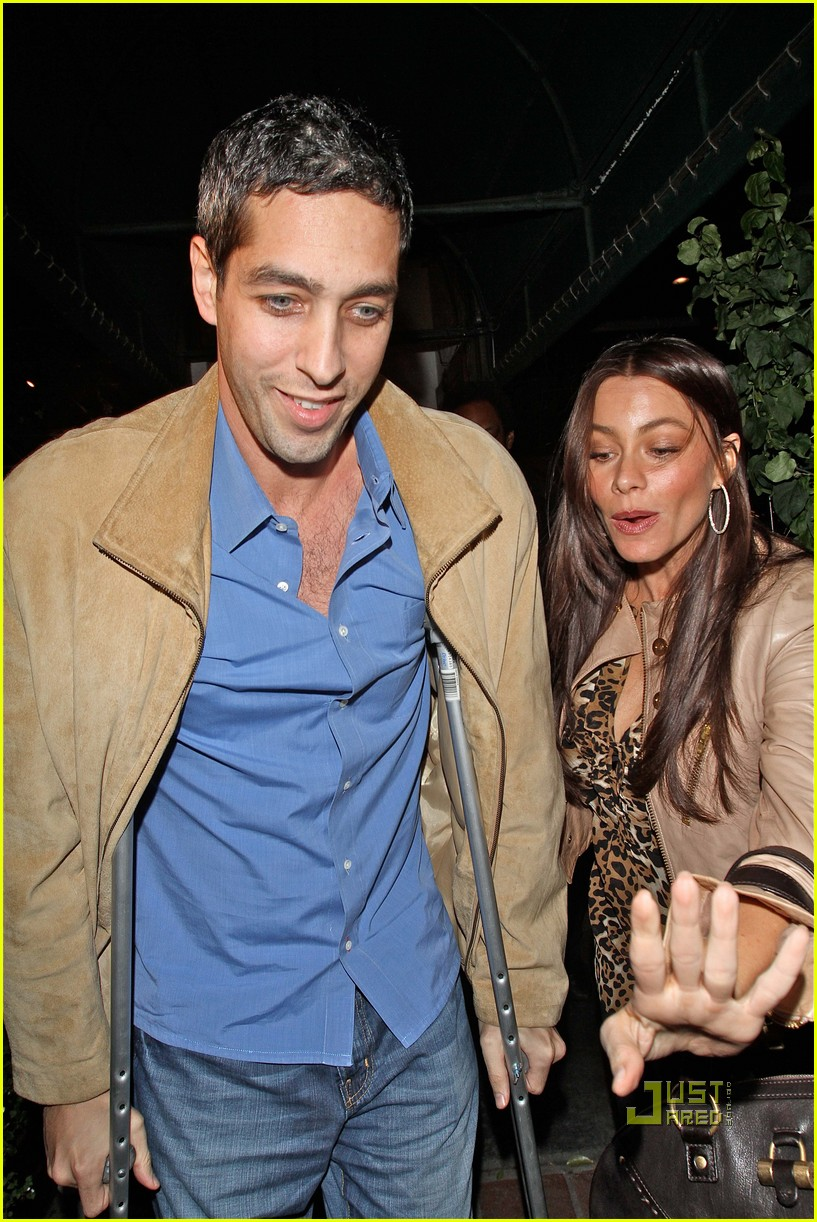 sofia vergara date night with injured nick loeb 02