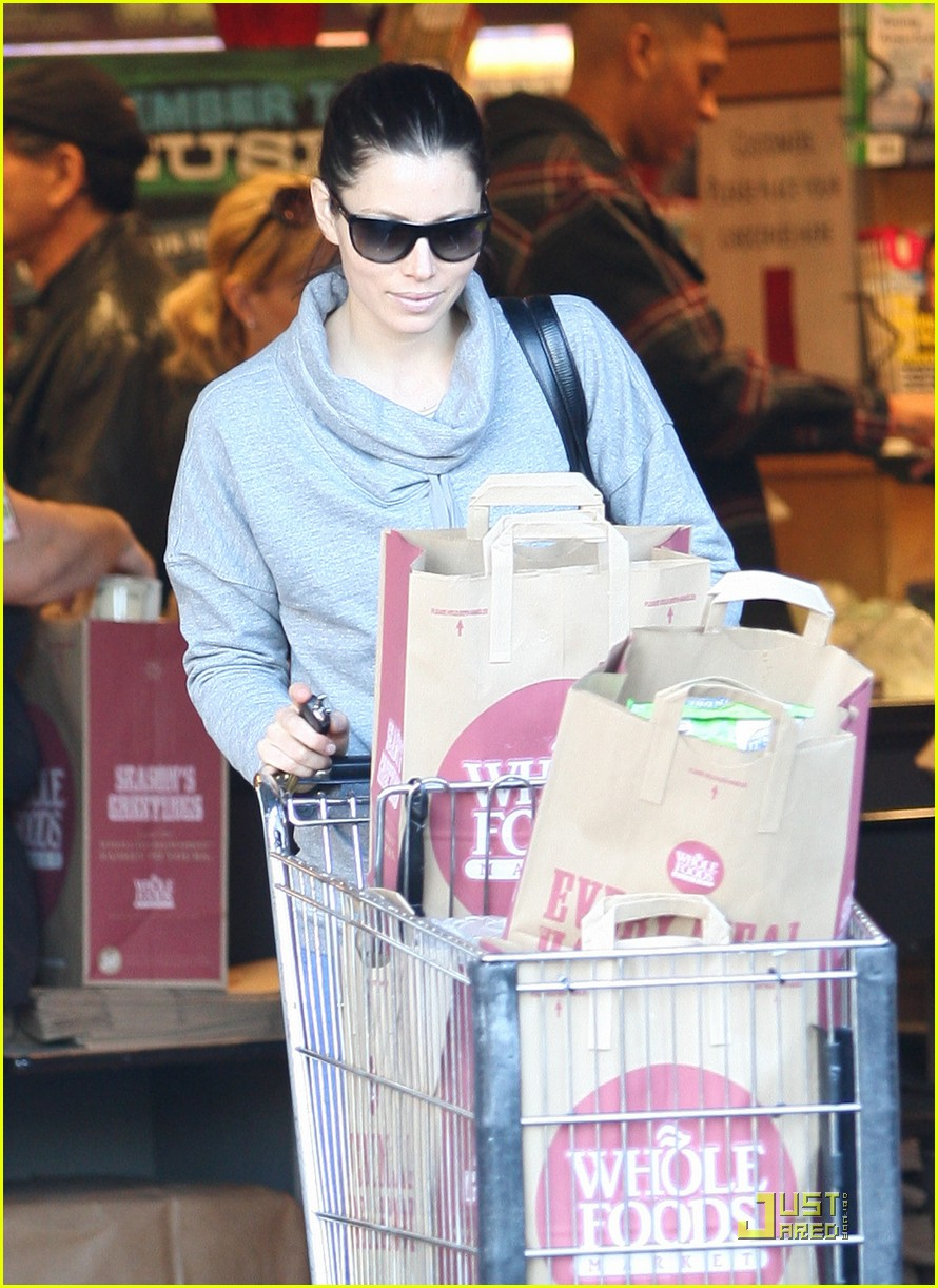 jessica biel whole foods shopper 022499619