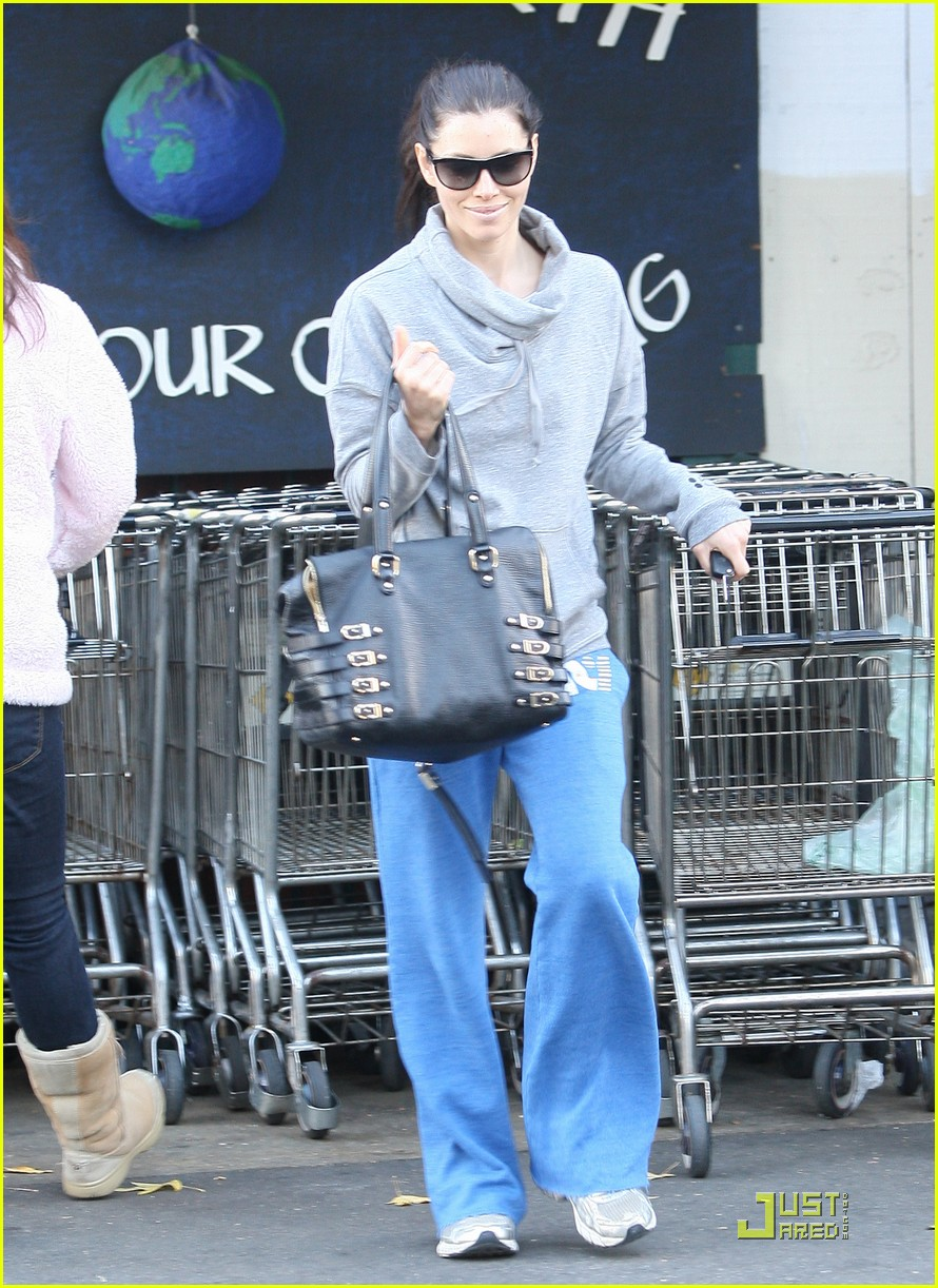 jessica biel whole foods shopper 102499627