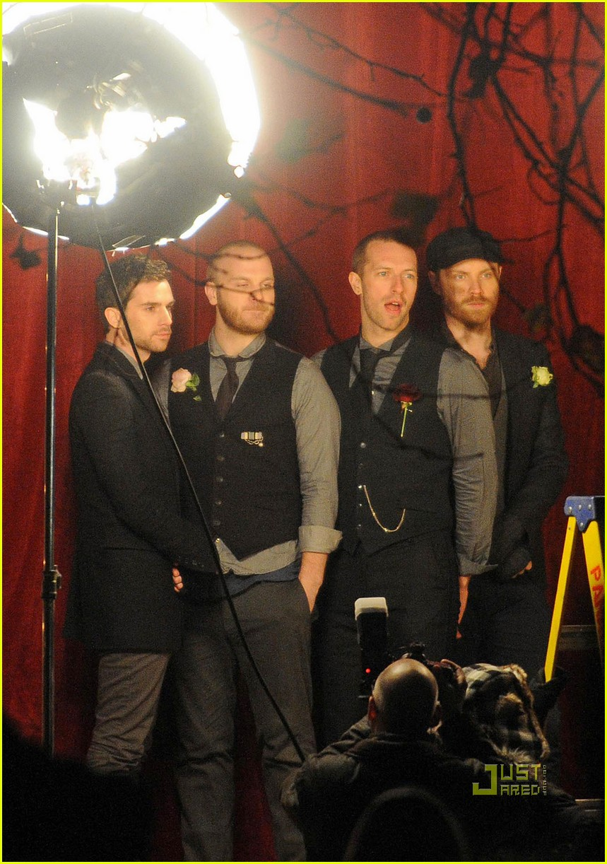 coldplay christmas lights video preview 03
