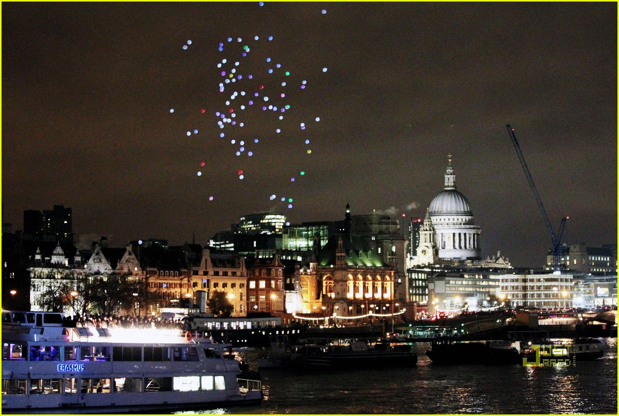 coldplay christmas lights video preview 052498754