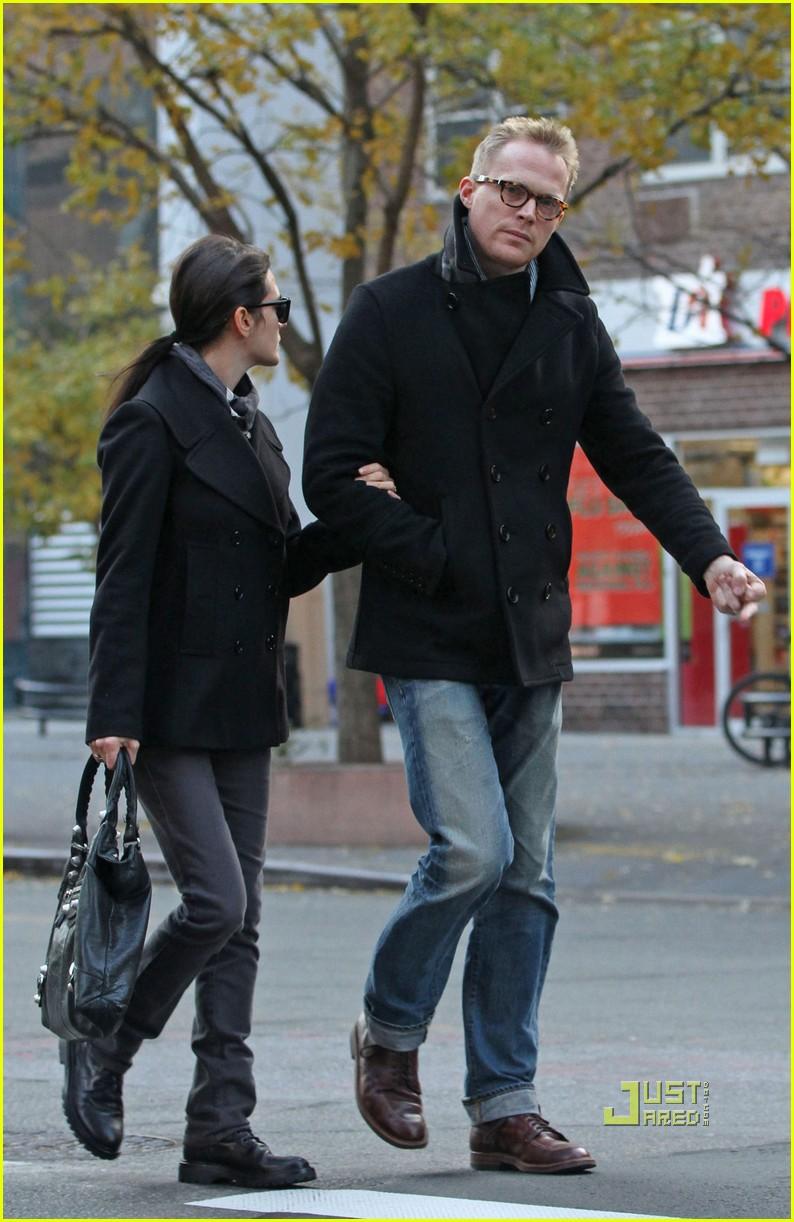 Jennifer Connelly Amp Paul Bettany Pea Coat Couple Photo