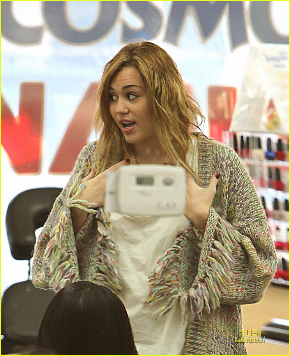 miley cyrus pampered mom 032499279