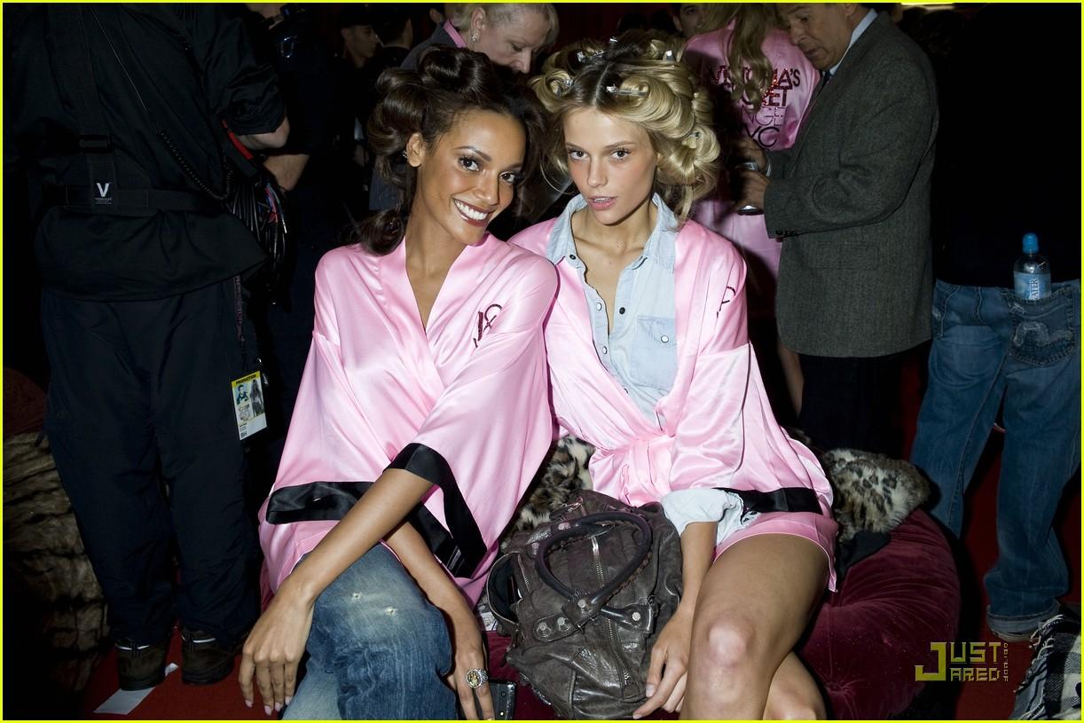 Selita Ebanks & Jessica Stam: Victoria's Secret Runway Duo ...