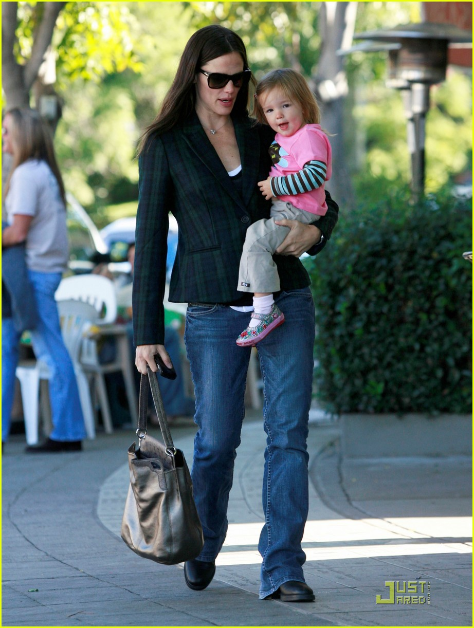 jennifer garner seraphina breakfast 012495181