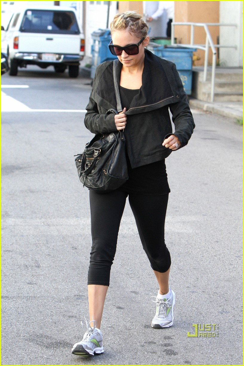 nicole richie ashley greene gym studio city 03