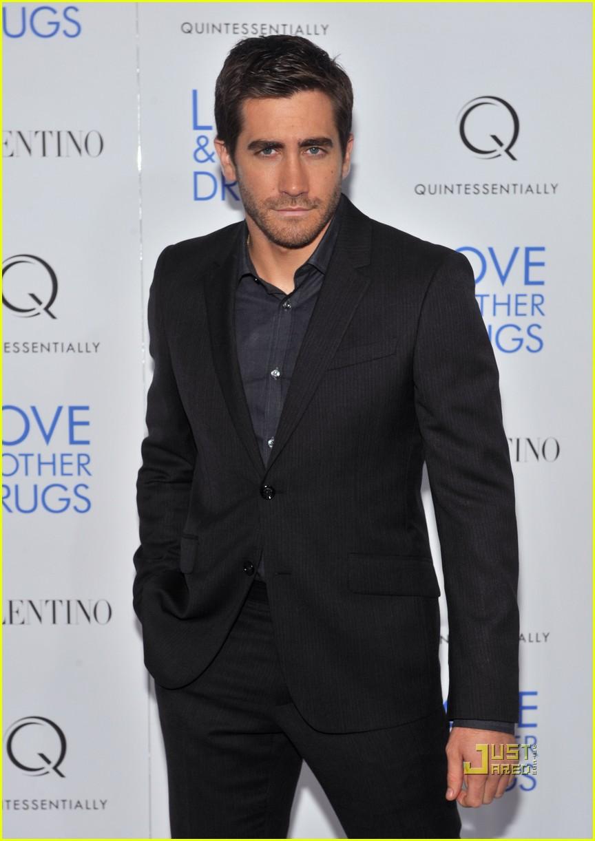 jake gyllenhaal anne hathaway love screening in nyc 012496117