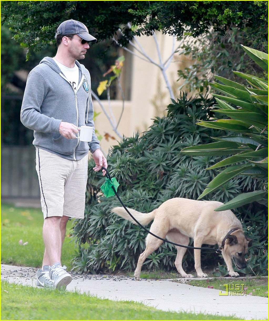 jon hamm walking dog 05